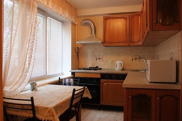 2-комнатная квартира посуточно в Славянске. ул. Батюка, 24. Фото 1
