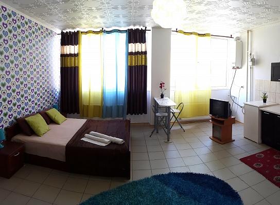 1-комнатная квартира посуточно в Ивано-Франковске. ул. Миколайчука, 30. Фото 1