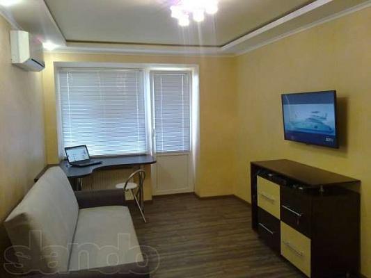 1-комнатная квартира посуточно в Бердянске. ул. Энгельса, 11. Фото 1