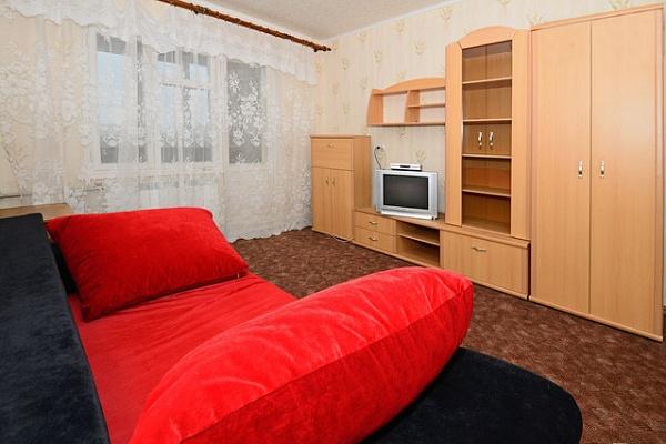 1-комнатная квартира посуточно в Киеве. Дарницкий район, ул. Ревуцкого, 44. Фото 1