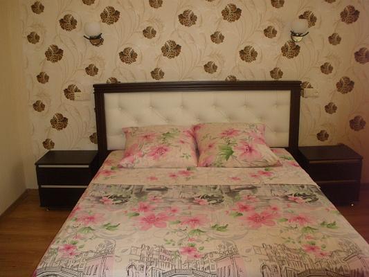 2-комнатная квартира посуточно в Мелитополе. ул. Кирова, 47а. Фото 1
