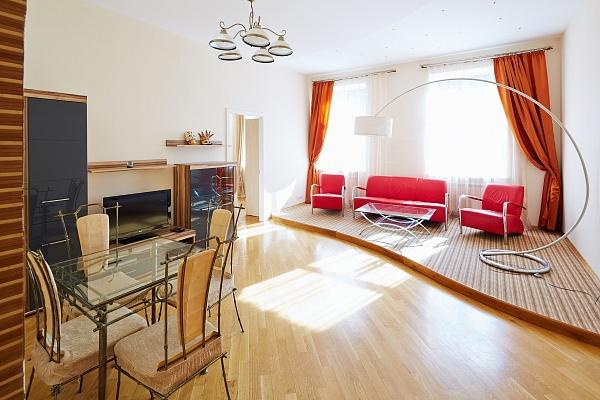 3-комнатная квартира посуточно в Львове. Галицкий район, ул. Дорошенко, 28. Фото 1