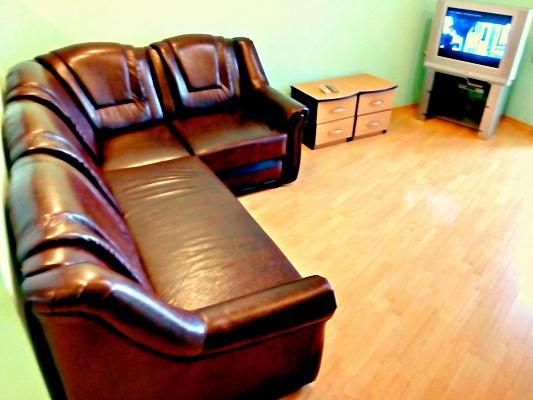 2-комнатная квартира посуточно в Днепропетровске. Кировский район, пр-т Д.Яворницкого (Карла Маркса), 121. Фото 1