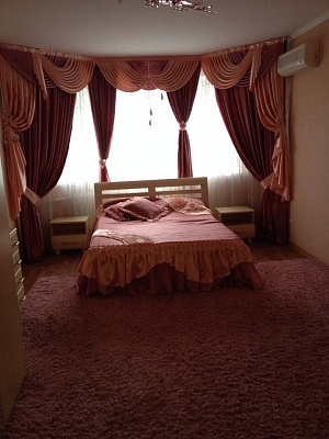 3-комнатная квартира посуточно в Черкассах. б-р Шевченко, 352. Фото 1