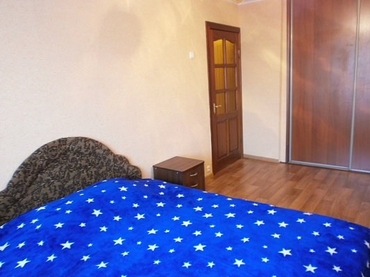 2-комнатная квартира посуточно в Черкассах. б-р Шевченко, 222. Фото 1