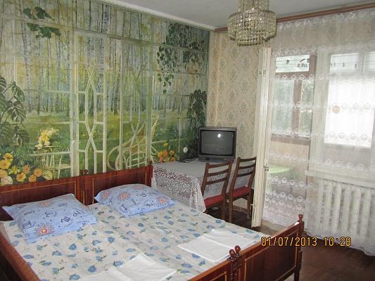 2-комнатная квартира посуточно в Бердянске. ул. Мазина, 50. Фото 1