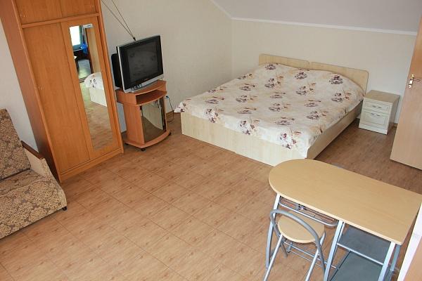 1-комнатная квартира посуточно в Ялте. ул. Спендеарова, 9. Фото 1