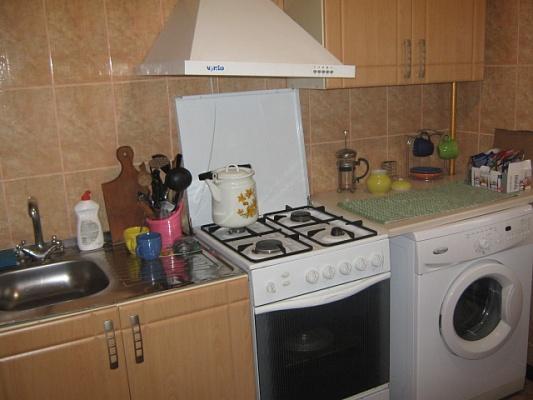 2-комнатная квартира посуточно в Симферополе. Железнодорожный район, ул. Спера, 8. Фото 1