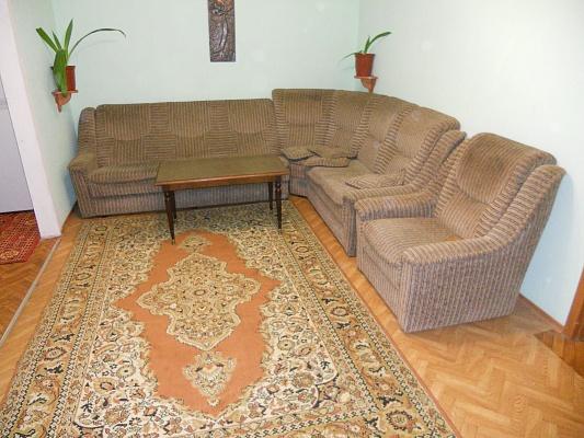 2-комнатная квартира посуточно в Донецке. Калининский район, ул. Шахтостроителей, 19. Фото 1