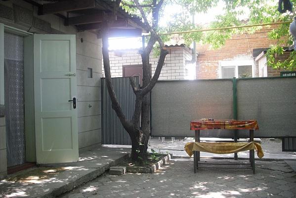 Комната  посуточно в Бердянске. ул. Земская, 27. Фото 1