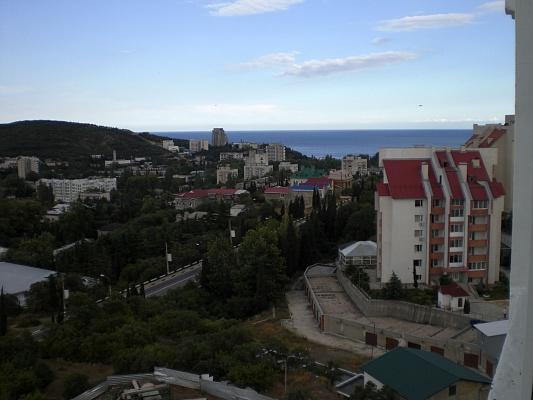 1-комнатная квартира посуточно в Алуште. Соломенский район, ул. Б.Хмельницкого, 25. Фото 1