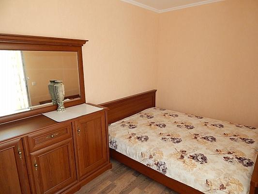 2-комнатная квартира посуточно в Феодосии. ул. Дружбы, 34. Фото 1