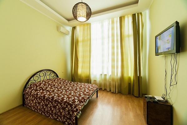 1-комнатная квартира посуточно в Одессе. Приморский район, ул. Литературная, 12а. Фото 1