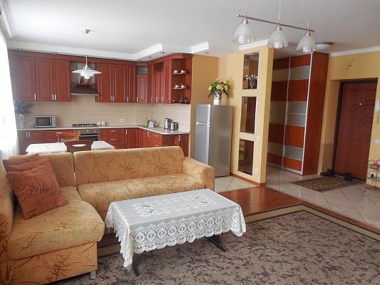 2-комнатная квартира посуточно в Трускавце. ул. Дрогобычская, 7. Фото 1