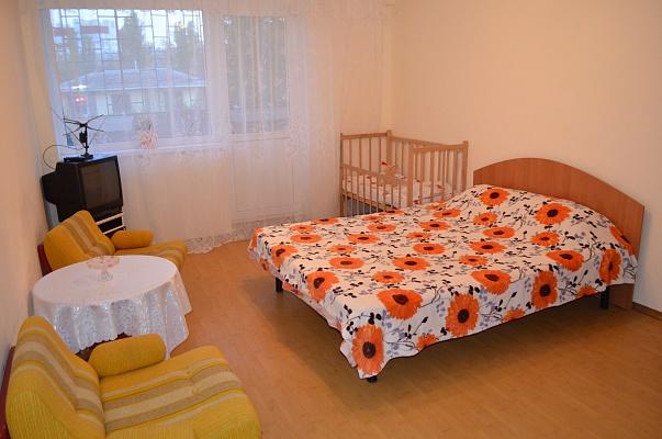 2-комнатная квартира посуточно в Феодосии. пер. Танкистов, 1. Фото 1