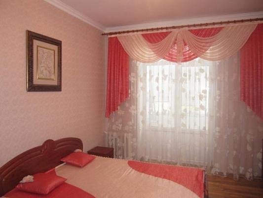 2-комнатная квартира посуточно в Черкассах. ул. Крещатик, 188. Фото 1
