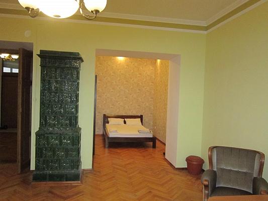 2-комнатная квартира посуточно в Львове. Лычаковский район, пл. Д. Галицкого, 2. Фото 1