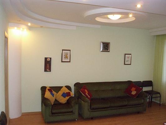 2-комнатная квартира посуточно в Киеве. Голосеевский район, пер. Коломыйский, 8. Фото 1