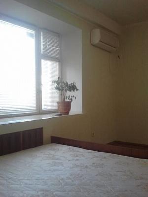 2-комнатная квартира посуточно в Киеве. Соломенский район, ул. Соломенская, 16. Фото 1
