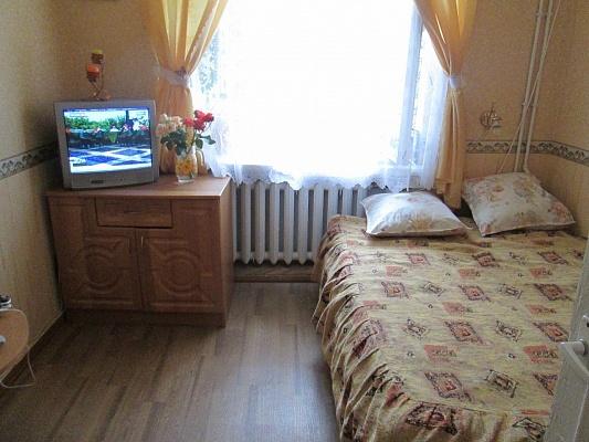 2-комнатная квартира посуточно в Евпатории. ул. Тучина, 1/2. Фото 1