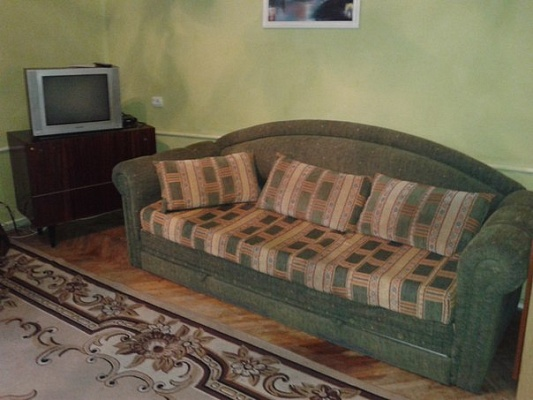 3-комнатная квартира посуточно в Ивано-Франковске. ул. Урожайная, 11. Фото 1