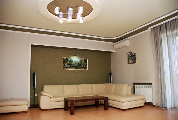 2-комнатная квартира посуточно в Донецке. Киевский район, ул. Артема, 163б. Фото 1