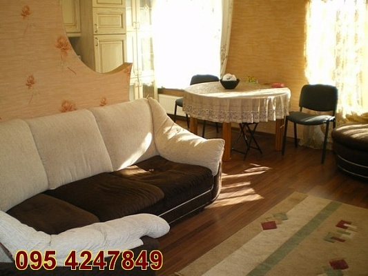 4-комнатная квартира посуточно в Луганске. Ленинский район, ул. Коцюбинского, 27. Фото 1