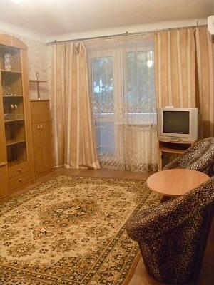 1-комнатная квартира посуточно в Днепропетровске. Кировский район, пр-т А.Поля (Кирова), 76-Б. Фото 1