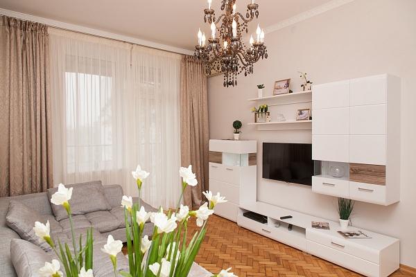 2-комнатная квартира посуточно в Днепропетровске. Бабушкинский район, ул. Глинки, 18. Фото 1