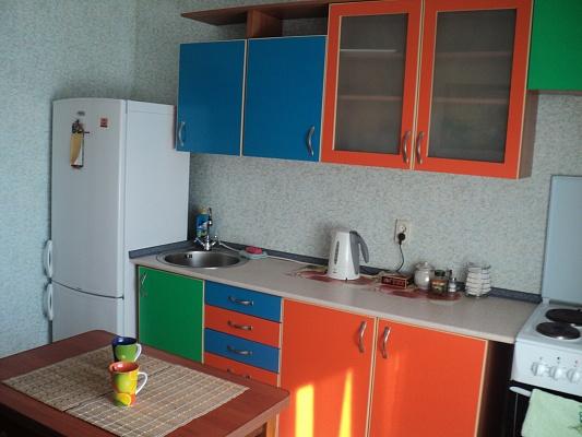1-комнатная квартира посуточно в Киеве. Дарницкий район, ул. Урловская, 36. Фото 1