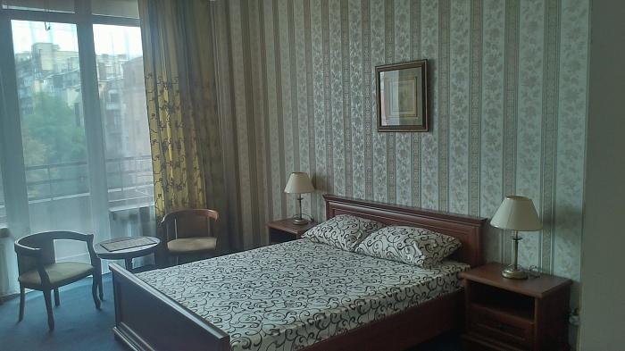 1-комнатная квартира посуточно в Киеве. Голосеевский район, ул. Жилянская, 59. Фото 1