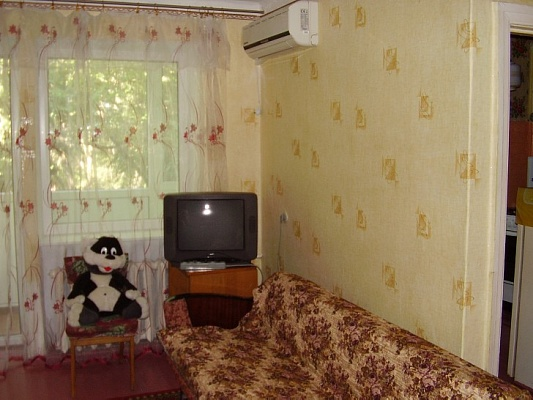 2-комнатная квартира посуточно в Феодосии. ул. Горького, 32. Фото 1