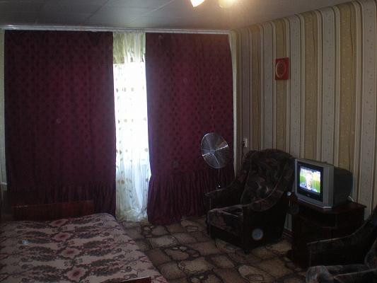 1-комнатная квартира посуточно в Энергодаре. ул. Украинская (Советская), 16. Фото 1