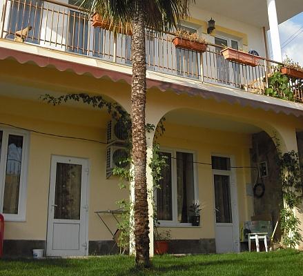 Мини-отель  посуточно в Алупке. ул. Щепкина, 15. Фото 1