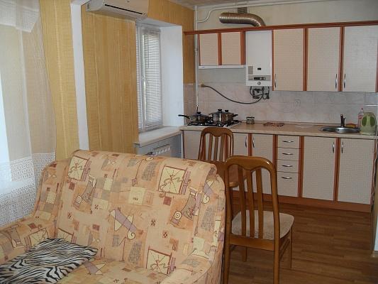 2-комнатная квартира посуточно в Симферополе. Центральный район, ул. Самокиша, 2. Фото 1