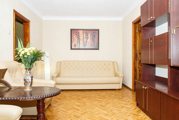 2-комнатная квартира посуточно в Запорожье. Орджоникидзевский район, ул. Яценко, 14. Фото 1
