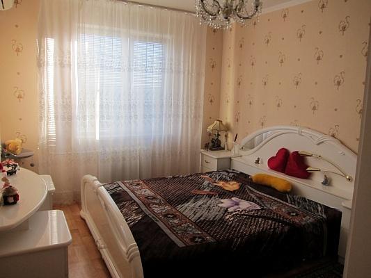 1-комнатная квартира посуточно в Донецке. Киевский район, ул. Университетская, 73. Фото 1