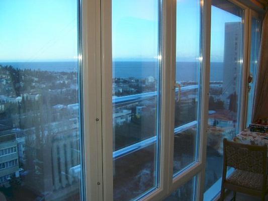 1-комнатная квартира посуточно в Ялте. ул. Ленинградская, 15. Фото 1