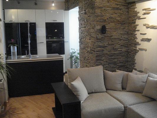 2-комнатная квартира посуточно в Донецке. Калининский район, пр.Ильича, 27\52. Фото 1