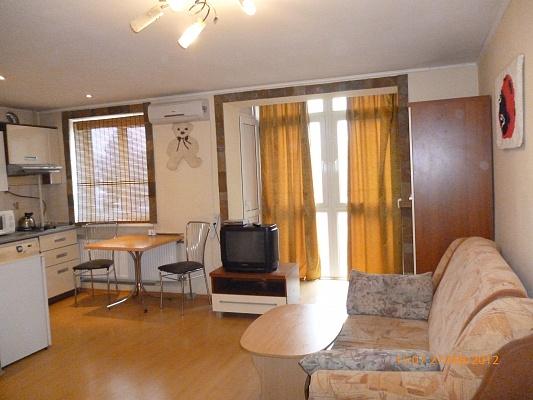 1-комнатная квартира посуточно в Симферополе. Железнодорожный район, ул. Самокиша. Фото 1