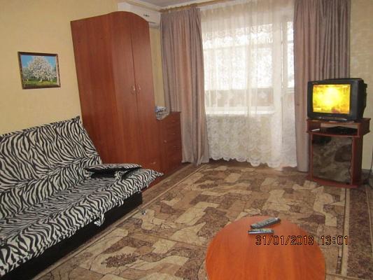 1-комнатная квартира посуточно в Кременчуге. ул. Цюрупы , 35. Фото 1