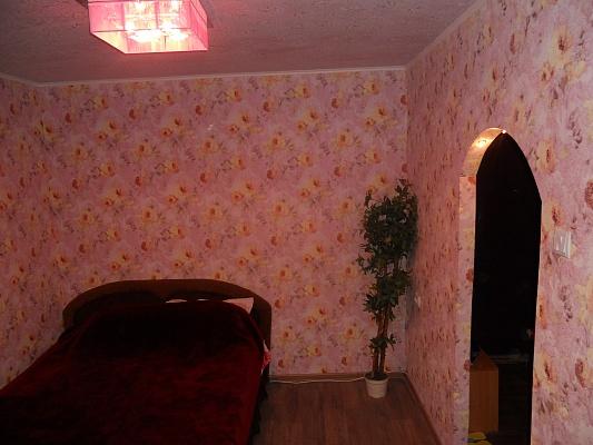 1-комнатная квартира посуточно в Киеве. Деснянский район, ул. Космонавта Волкова, 18. Фото 1
