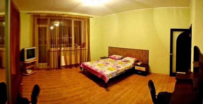 2-комнатная квартира посуточно в Харькове. Московский район, пр-т Московский , 131Б. Фото 1
