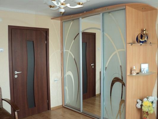 2-комнатная квартира посуточно в Евпатории. ул. Демышева, 152. Фото 1