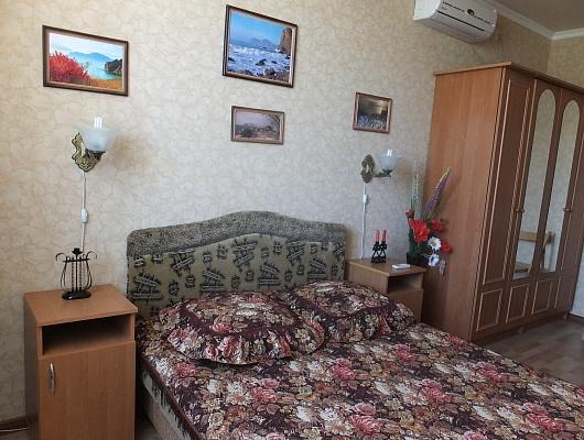 2-комнатная квартира посуточно в Феодосии. ул. Железнодорожная, 7. Фото 1