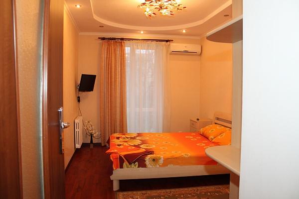 3-комнатная квартира посуточно в Донецке. Ворошиловский район, пр-т Комсомольский , 21. Фото 1