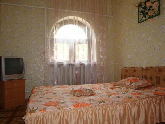 Дом  посуточно в Феодосии. ул. 1 мая, 55. Фото 1