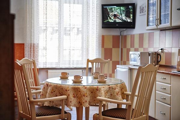 2-комнатная квартира посуточно в Львове. Галицкий район, ул. Петра Дорошенко, 23. Фото 1