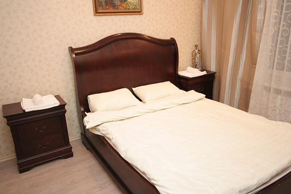 2-комнатная квартира посуточно в Киеве. Дарницкий район, наб. Днепровская, 26 . Фото 1