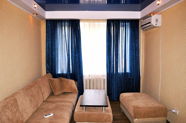 1-комнатная квартира посуточно в Луганске. Ленинский район, ул. ГБК, 4. Фото 1